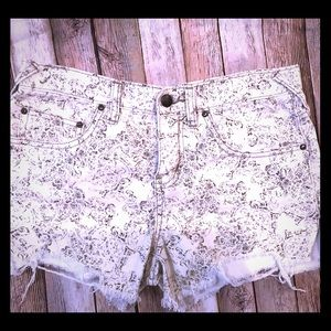 Free People denim shorts size 26